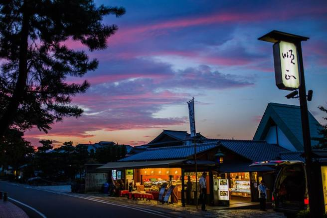 Dusk in Kyoto. Photo courtesy of a talented friend of mine!
